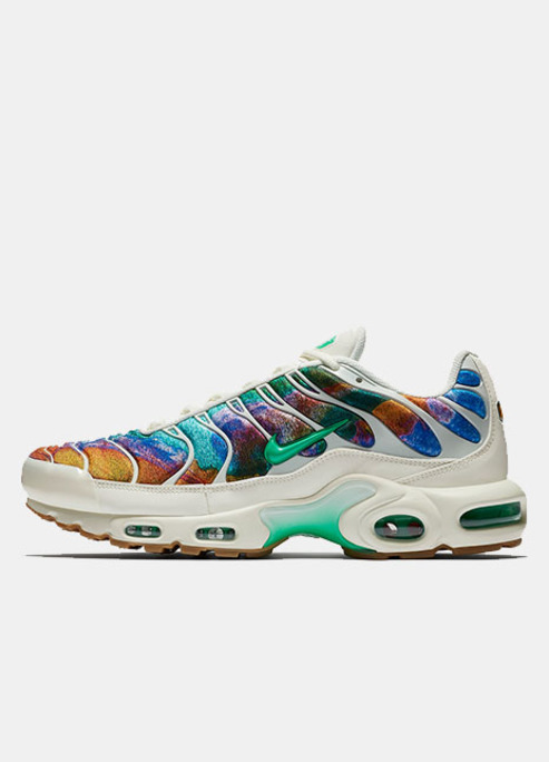 Nike air max plus print alternate galaxy sneaker release