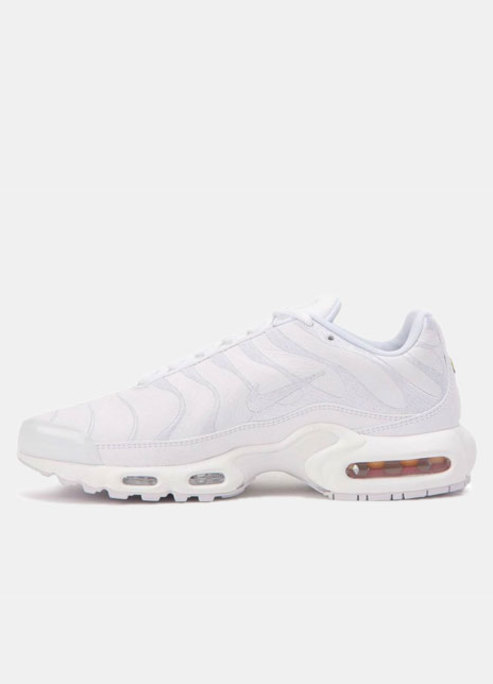 Nike air max plus triple white preview