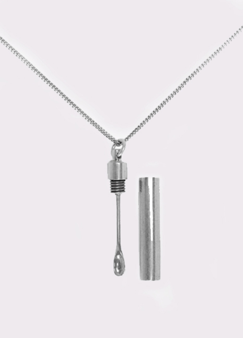 Vetements snuff cocaine necklace