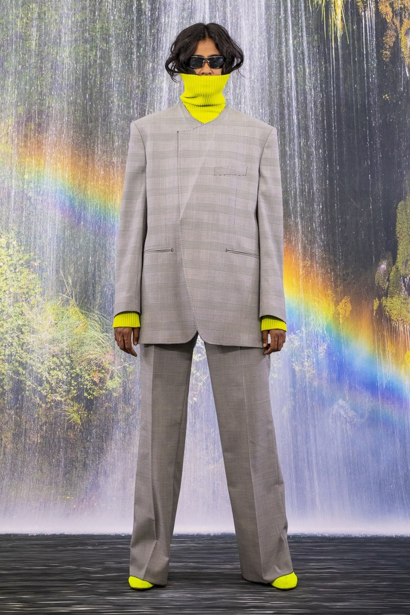 Vetements Unveils 165 Look Collection for FW21