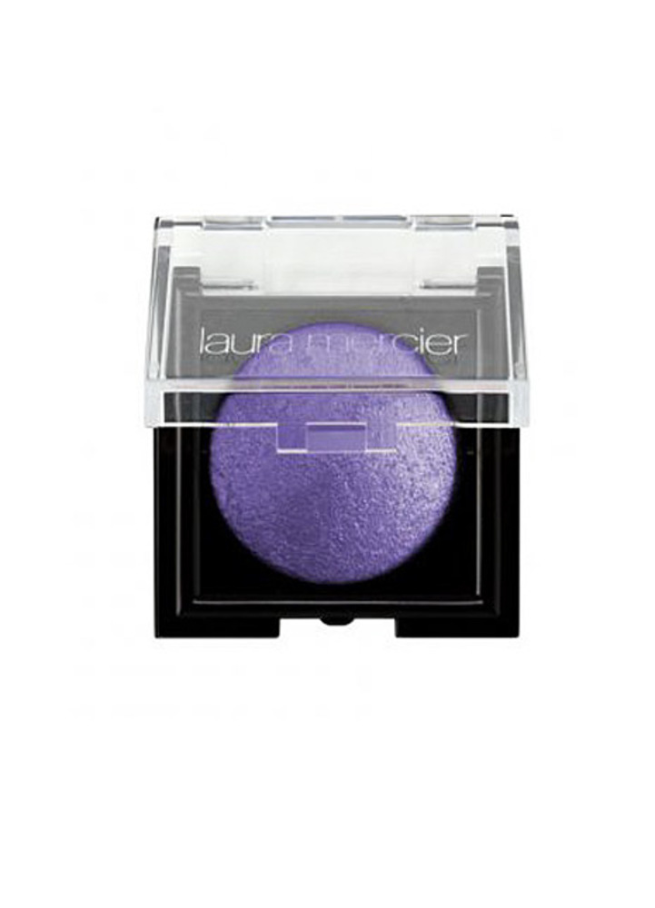 18 purple eye shadow