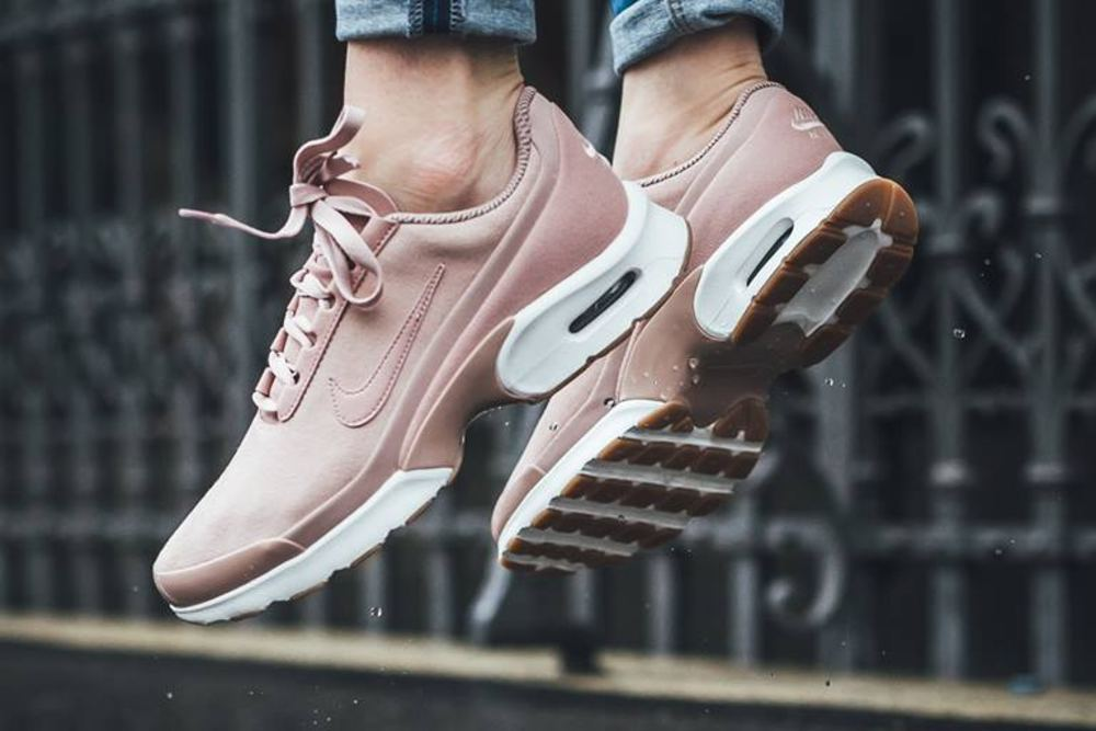 "The ""Particle Pink"" Nike Air Max Jewell Is Your Dusky Fall Fix"