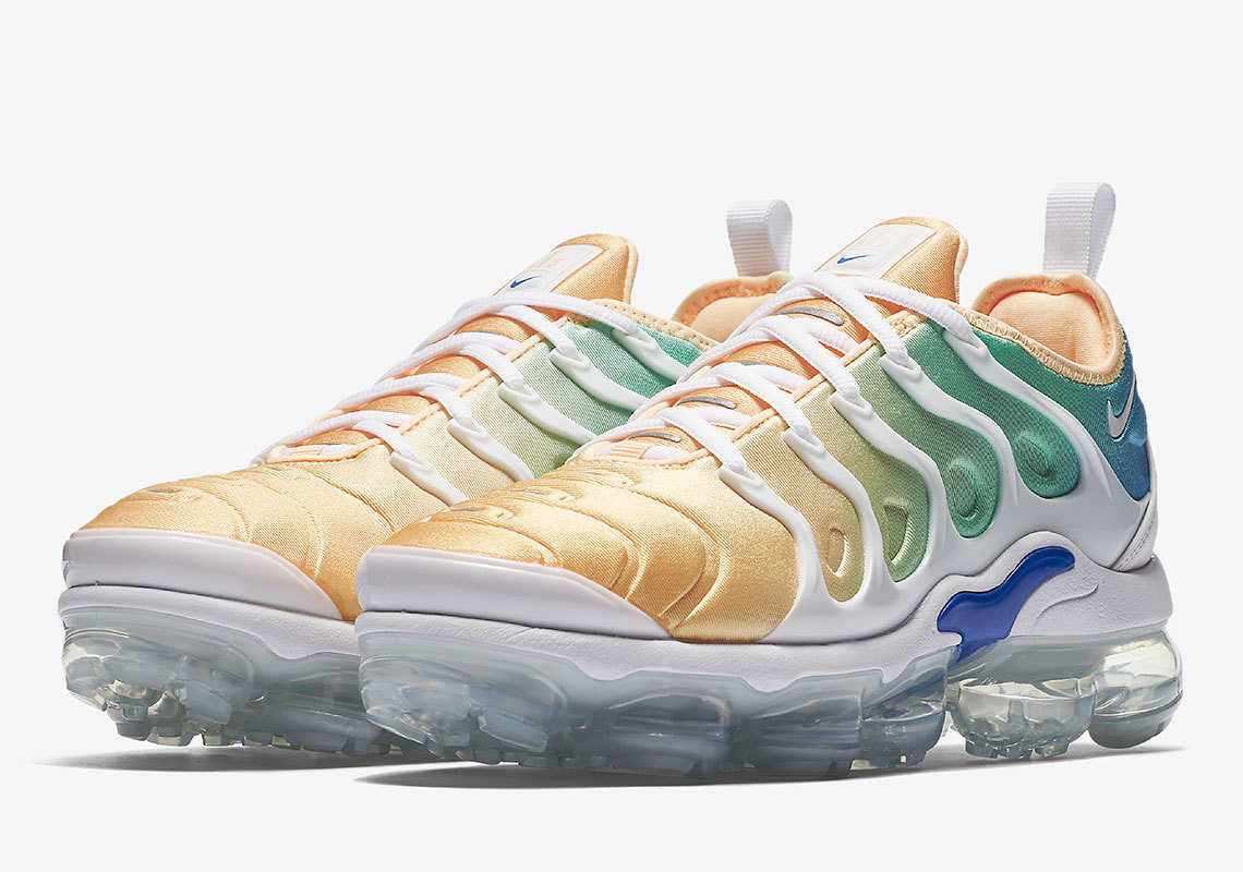 Our Fave Hybrid, The Nike Vapormax Plus, Goes 'Reverse Sunset'